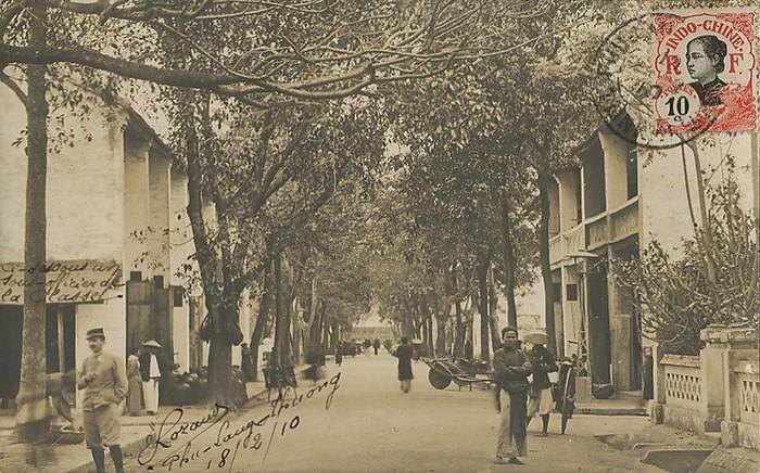 Một con đường ở thị xã Phủ Lạng Thương năm 1910.